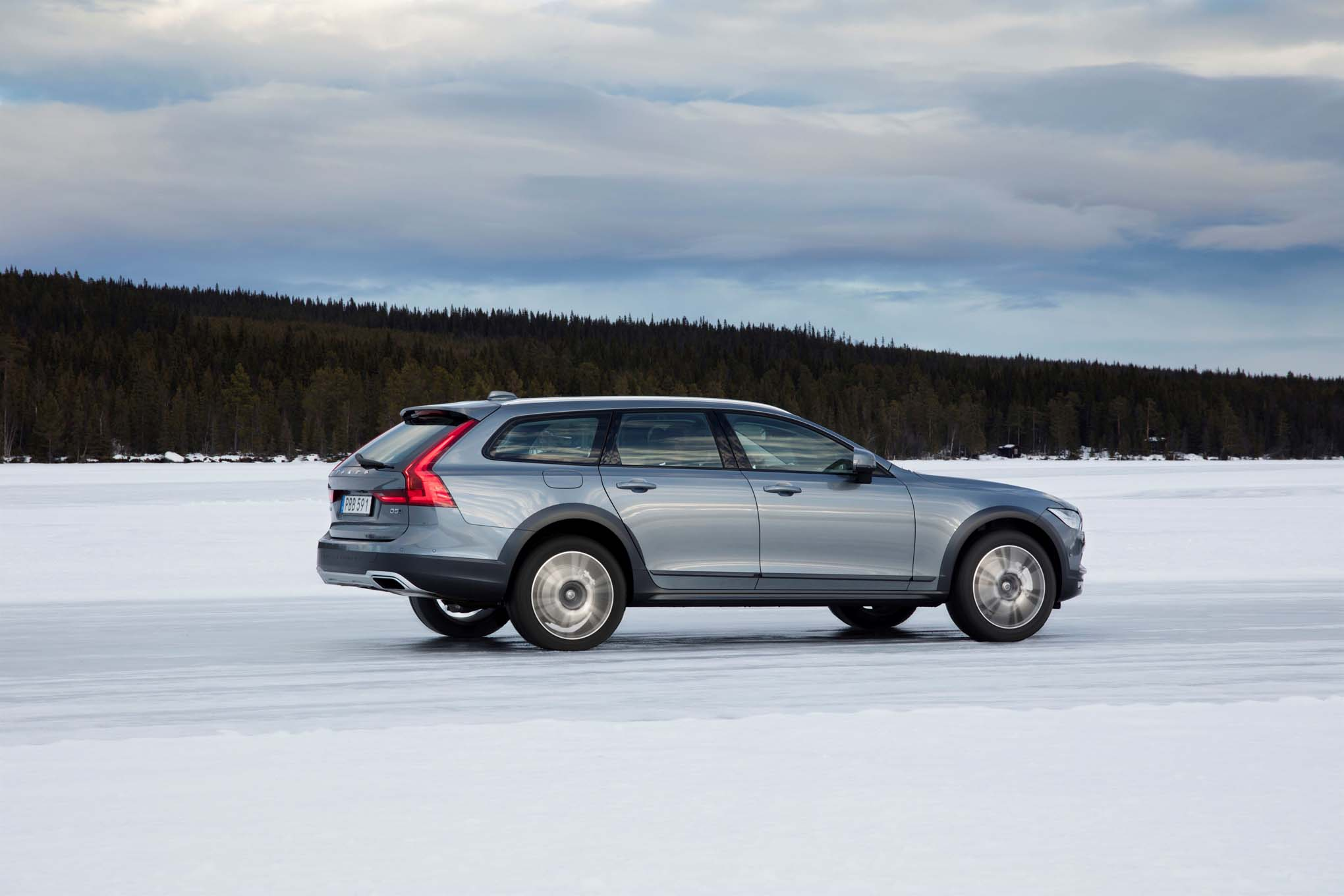 2017 Volvo V90 Cross Country rear side in motion