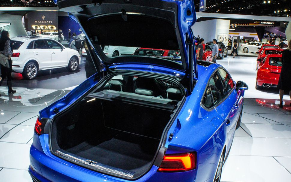a-rear-hatch-on-an-audi-s5