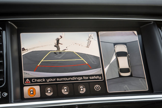 2015-Kia-K900-rearview-camera