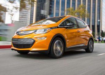 2017-Chevrolet-Bolt-EV-front-three-quarter-in-motion