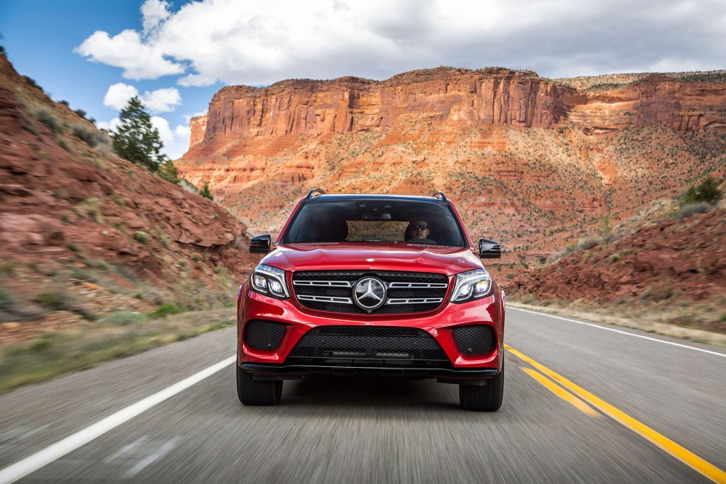 2017-Mercedes-Benz-GLS550-4Matic-front-view-in-motion