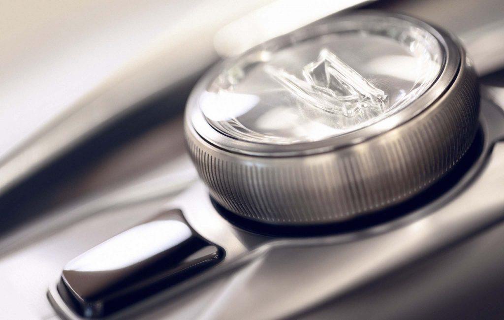 Cadillac-Escala-Concept-controller