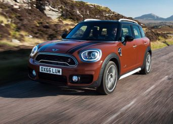 2017-Mini-Countryman-Cooper-S-ALL4-front-three-quarter-in-motion