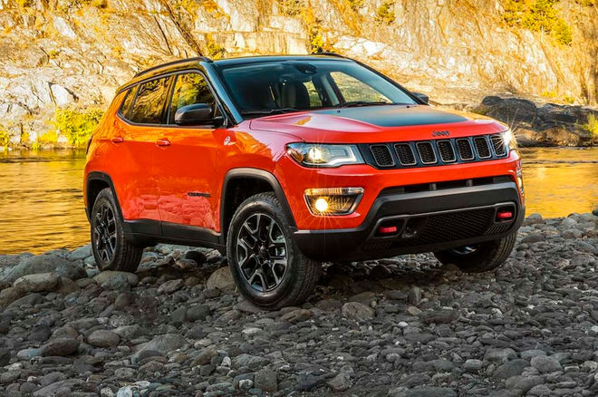 2017-Jeep-Compass-Trailhawk-front-three-quarters