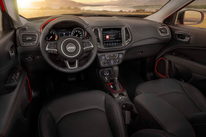 2017-Jeep-Compass-Trailhawk-interior-view