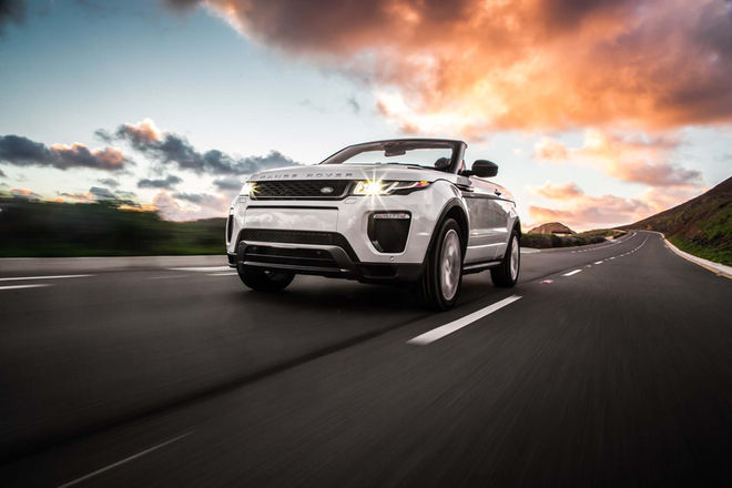2017-Land-Rover-Range-Rover-Evoque-convertible-interior-view-in-motion