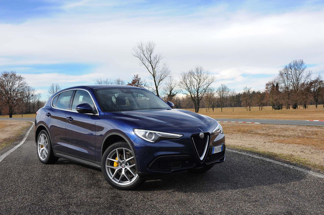 2018-Alfa-Romeo-Stelvio-Q4-front-three-quarter