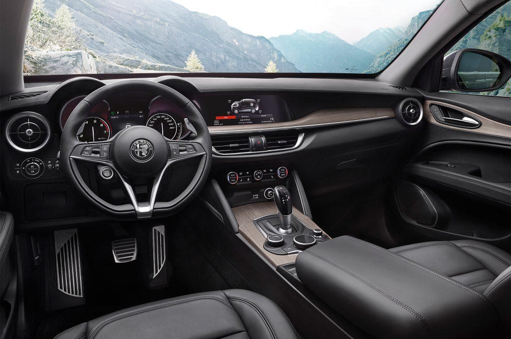 2018-Alfa-Romeo-Stelvio-Q4-interior