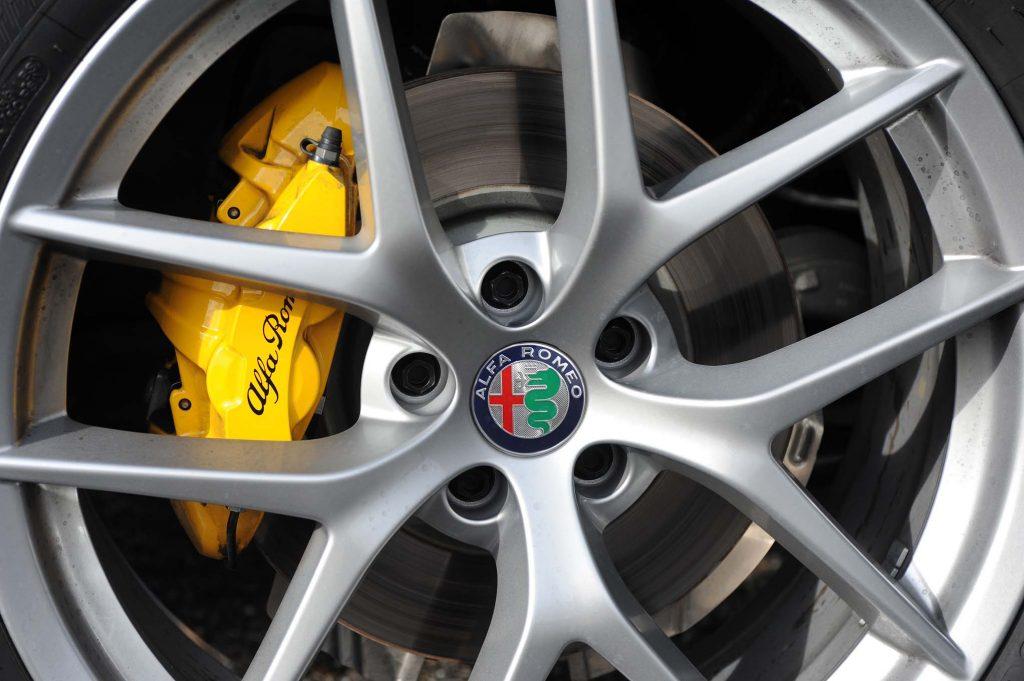 2018-Alfa-Romeo-Stelvio-Q4-wheels