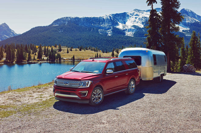 2018-Ford-Expedition-front-three-quarter