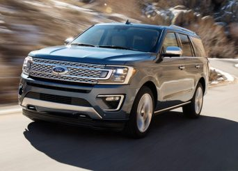2018-Ford-Expedition-front-three-quarter-in-motion