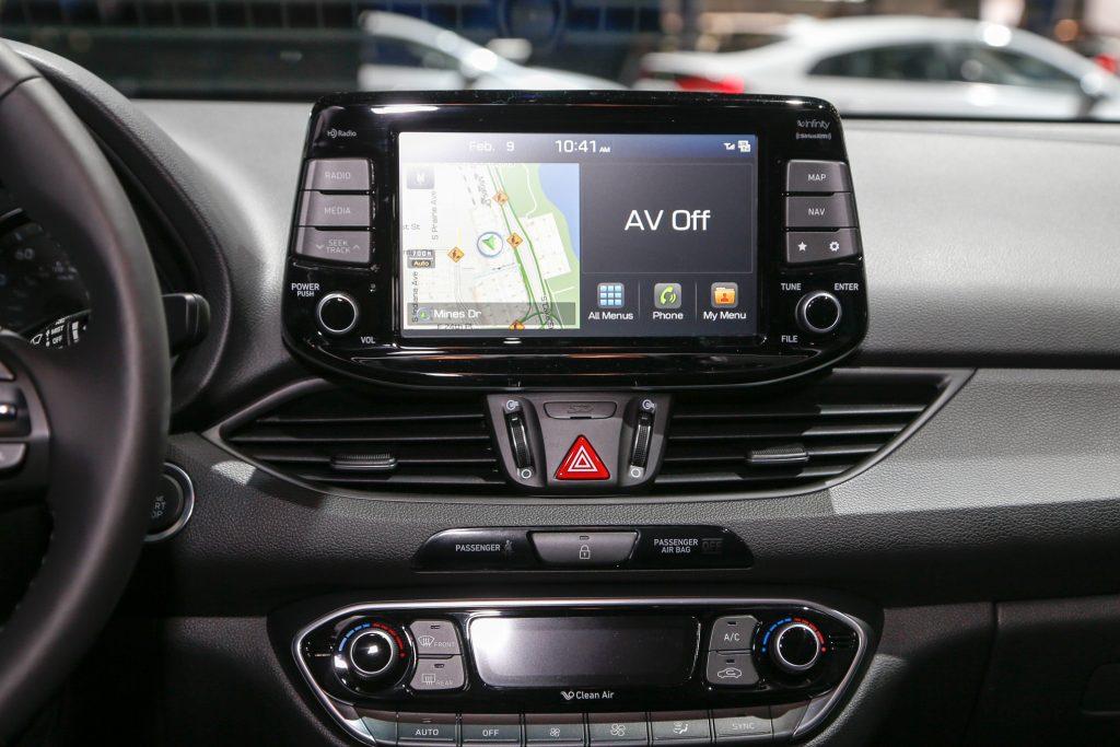 2018-Hyundai-Elantra-GT-hatchback-center-stack-screen