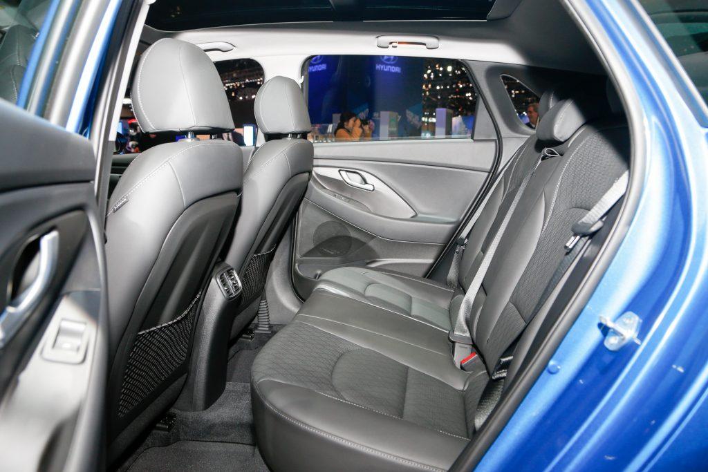 2018 hyundai elantra gt first look car news car reviews car maintenance repairs dailycar for Hyundai elantra sport interior