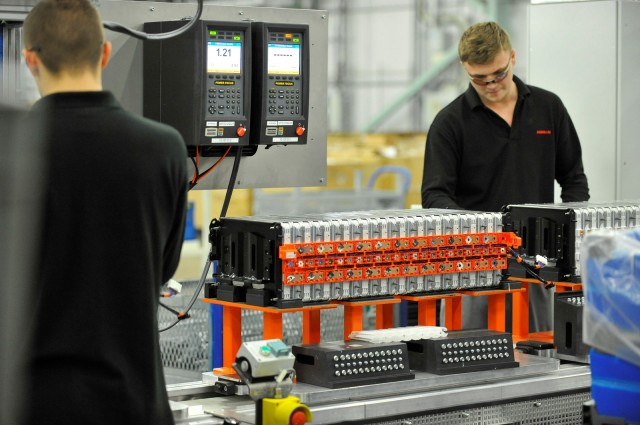 lithium-ion-cell-and-battery-pack-assembly-for-nissan-leaf-electric-car-in-sunderland-u-k-plant