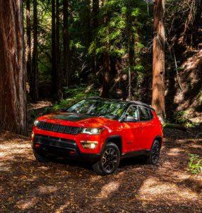 2017-Jeep-Compass-Trailhawk-front-three-quarter