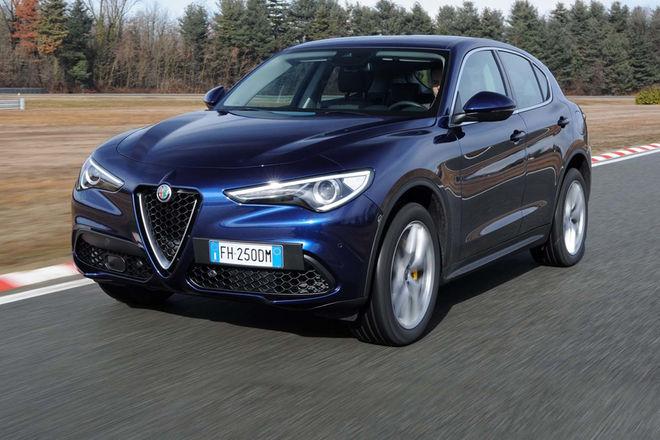 2018-Alfa-Romeo-Stelvio-Q4-front-three-quarter-in-motion