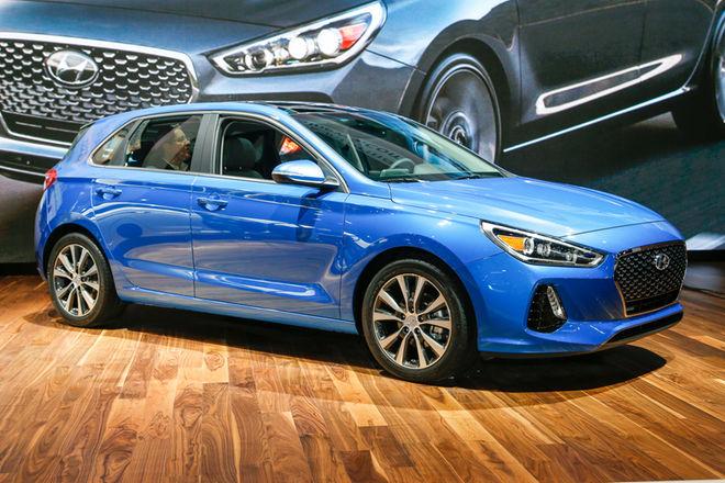2018-Hyundai-Elantra-GT-hatchback-front-three-quarter