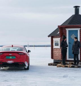 2018-Kia-Stinger-winter-drive